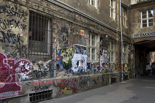 Berlin Graffiti - 1 Print by RicardMN Photography