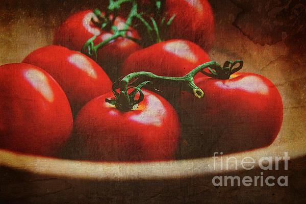 Bowl Of Tomatoes Print by Toni Hopper