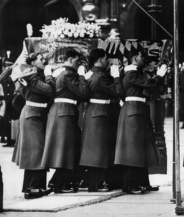 British Royalty. Funeral Of British Print by Everett