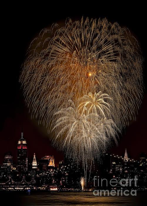 Brooklyn Bridge Celebrates Print by Susan Candelario