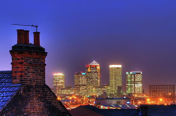 Canary Wharf Print by Andy Linden
