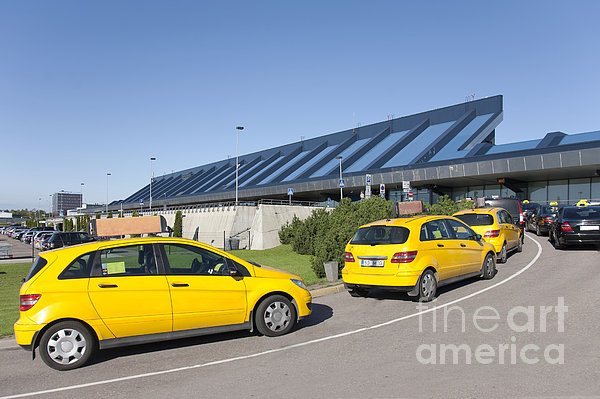 Cars Lining Up For Pickup At The Airport Print by Jaak Nilson
