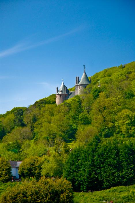 Замок Coch castle Castle-fit-for-the-queen--cardiff-castell-coch-scott-poborsa
