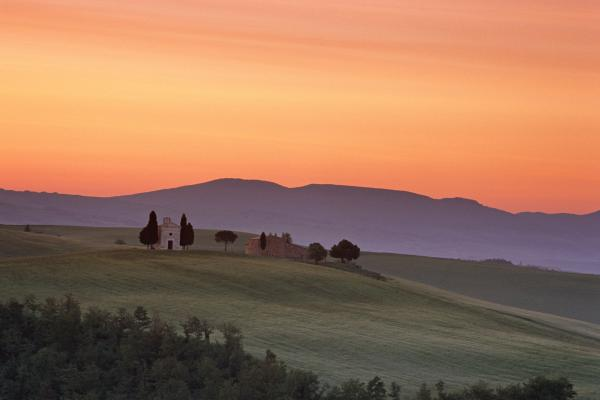 Chapel And Farmhouse In Tuscany Print by Andrew Soundarajan