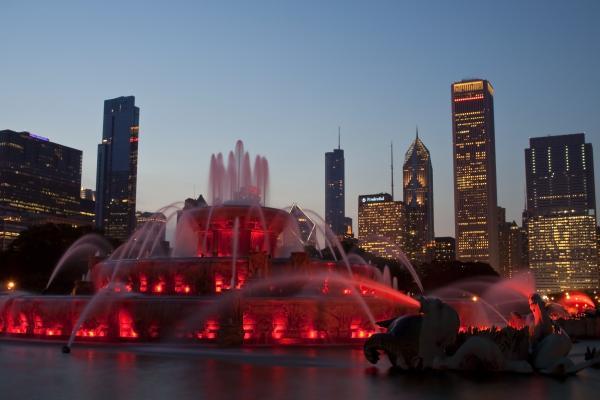 Chicago Skyline And Buckingham Fountain Print by Sven Brogren