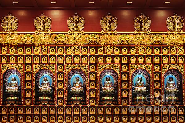 Panupong Roopyai - Chinese Buddha Tooth Relic.
