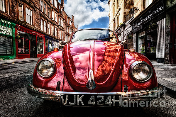 Classic Vw On A Glasgow Street Print by John Farnan