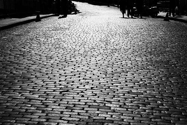 Cobblestoned Street On The Royal Mile Edinburgh Scotland Uk United Kingdom Print by Joe Fox