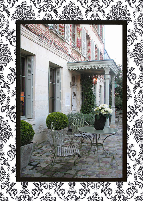 Carla Parris - Courtyard in Honfleur with border