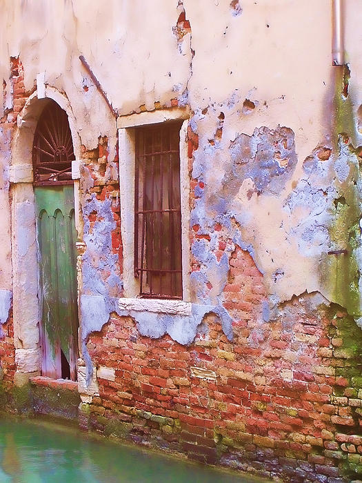 Christiane Kingsley - Crumbling Venetian Beauty