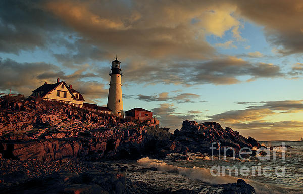Cynthia Farr-Weinfeld - Dawn on Portland Head Light