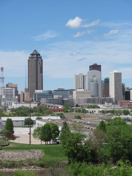 Des Moines From Macrae Park Print by Jerry Browning