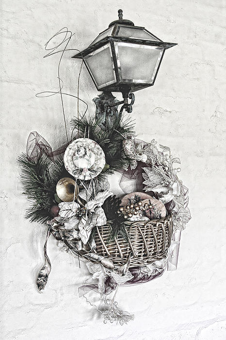Linda Phelps - Detailed Holiday Basket