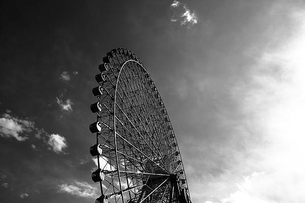 Ferris Wheel Against Sky Print by Kiyoshi Noguchi