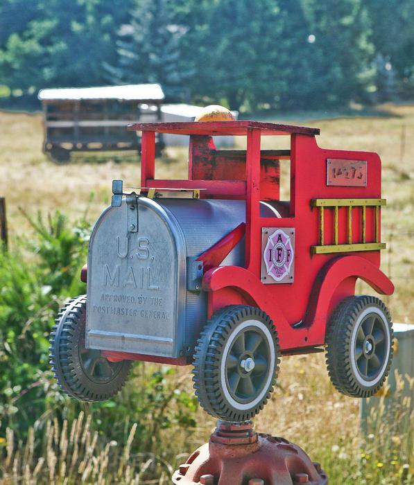 Wooden Firetruck Mailbox PDF Plans