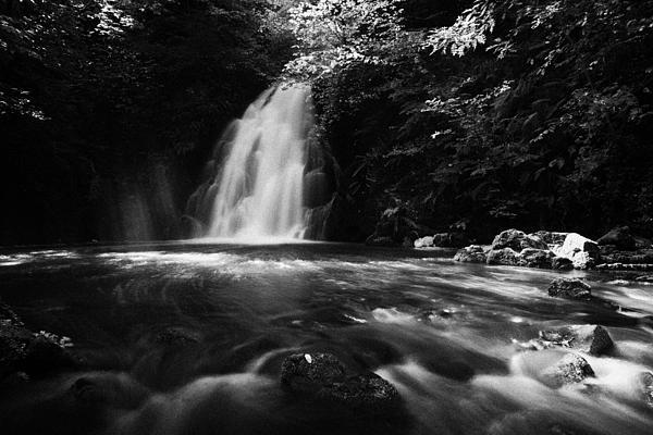 Gleno Or Glenoe Waterfall County Antrim Print by Joe Fox