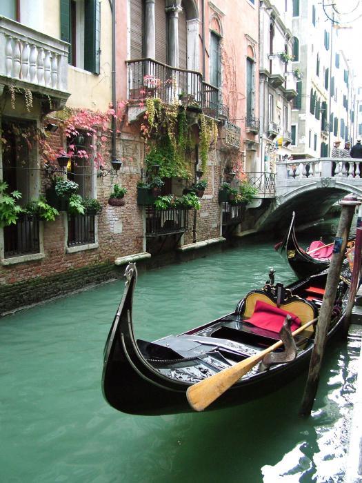 Donna Corless - Gondola By The Restaurant