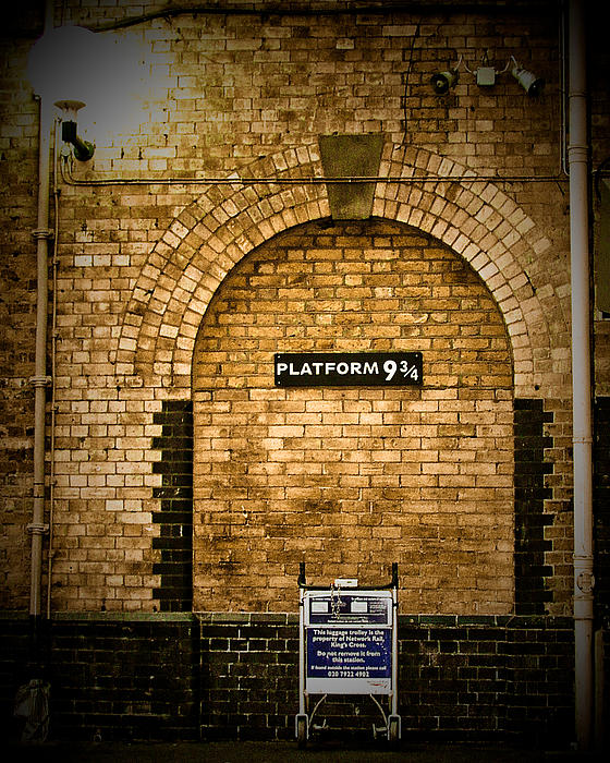 Elaine Snyder - Harry Potters Platform 9 3 4