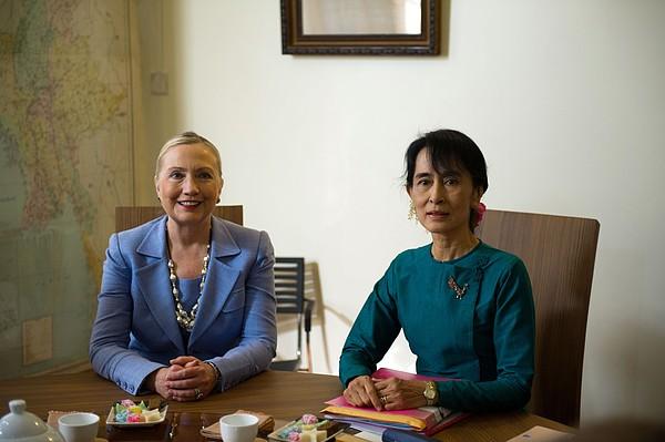 Hillary Clinton Visited Daw Aung San Print by Everett