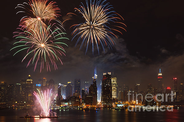Hudson River Fireworks Iv Print by Clarence Holmes