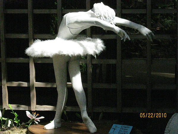 Isabella 1 Sculpture
