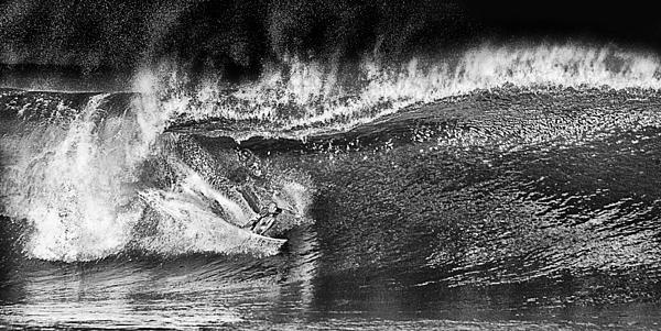 Kellys Wild North Shore Ride Print by Ron Regalado