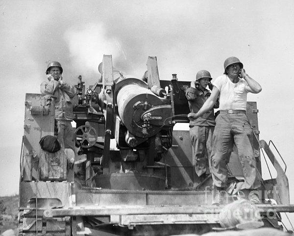 Korean War: Artillerymen Print by Granger