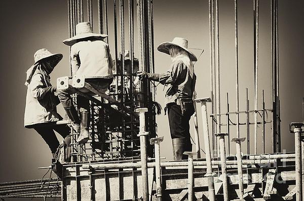 Panupong Roopyai - Labor construction