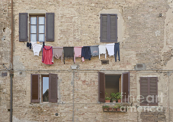 Laundry Out To Dry Print by Rob Tilley