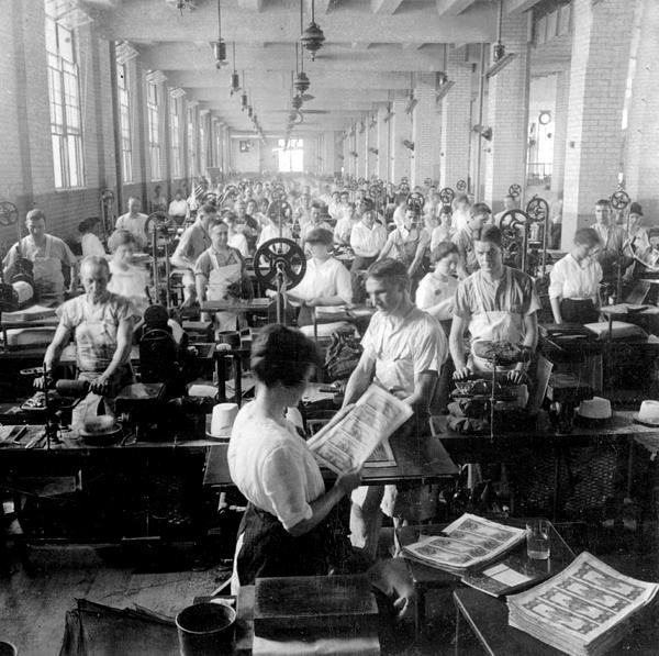 International  Images - Making Money at the Bureau of Printing and Engraving - Washington DC - c 1916
