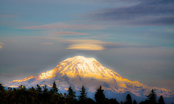 Mt Rainier Sunset With Lenticular Clouds Print by David Patterson