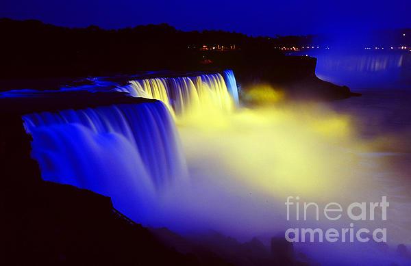 http://images.fineartamerica.com/images-medium/night-falls--niagara-falls-at-night-waterfall-water-fall-landscape-jon-holiday.jpg