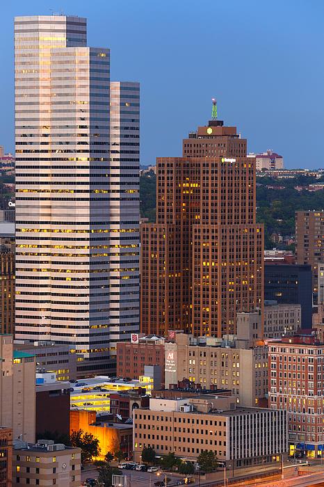 Pittsburgh Skyline 1 Print by Emmanuel Panagiotakis