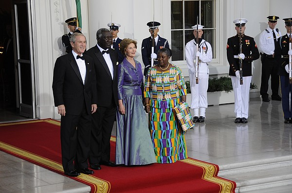 President And Laura Bush Welcome Ghanas Print by Everett