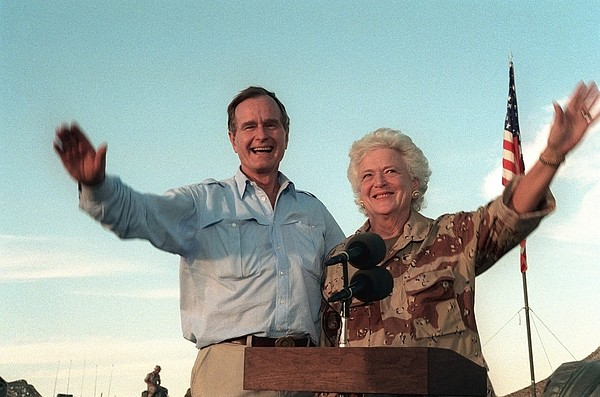 President George Bush And Barbara Bush Print by Everett