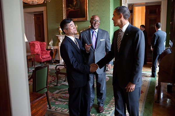 President Obama Talks With Commerce Print by Everett