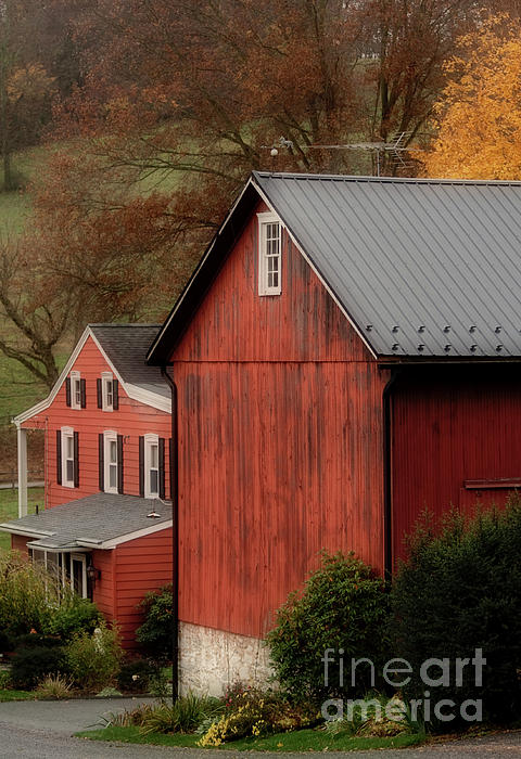 Red barn and house by antonio ulloa for Red barn houses
