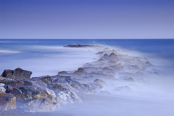 Guido Montanes Castillo - Rocks fighting against the waves