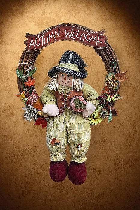 Scarecrow On Autumn Wreath Print by Linda Phelps