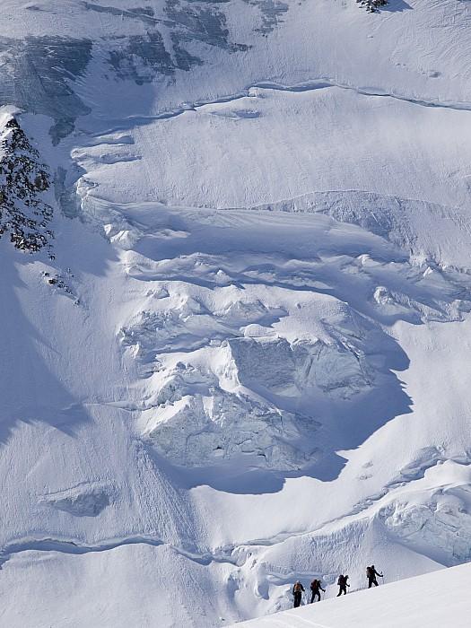 Skiers Cross The Aletsch Glacier En Print by Axiom Photographic