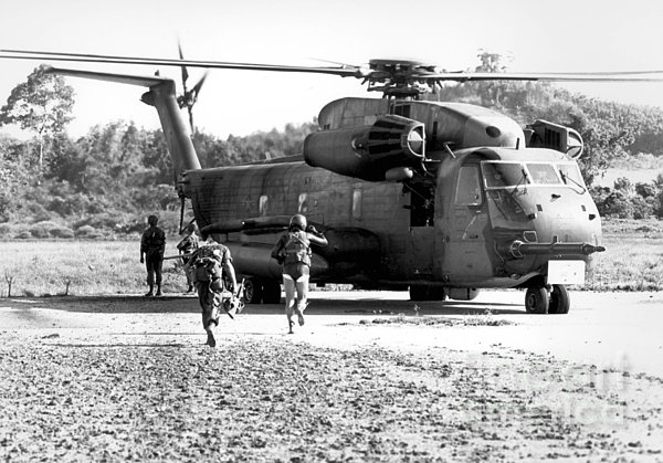 Soldiers Run To A Hh-53c Helicopter Print by Stocktrek Images