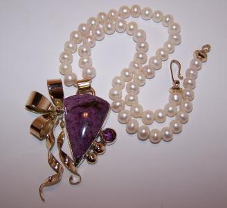Stichtite And F.w. Pearl Necklace Jewelry