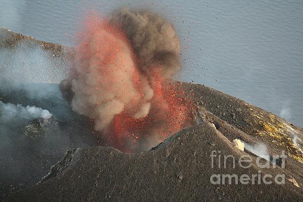 Strombolian Eruption Of Stromboli Print by Richard Roscoe