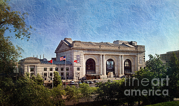 Sun Rising On Union Station In Kansas City Tv Print by Andee Design