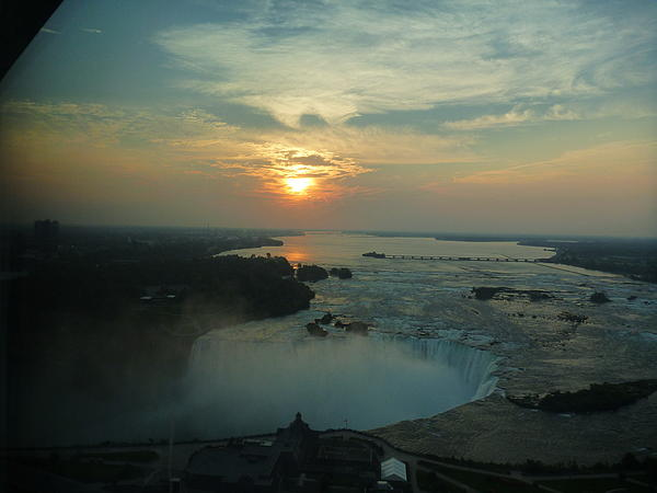 Jeannie Kanterezhi - Sunrise of Niagra Falls