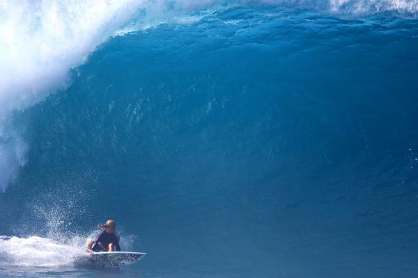 Surfing Pipeline By Pete Hodgson