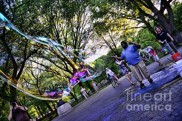 The Bubble Man Of Central Park Print by Paul Ward