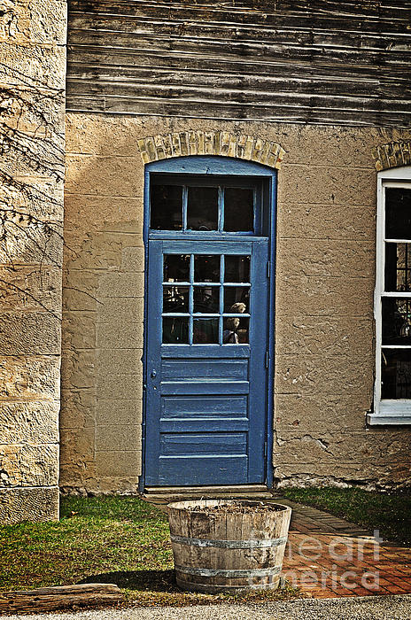 Mary Machare - The Old Blue Door