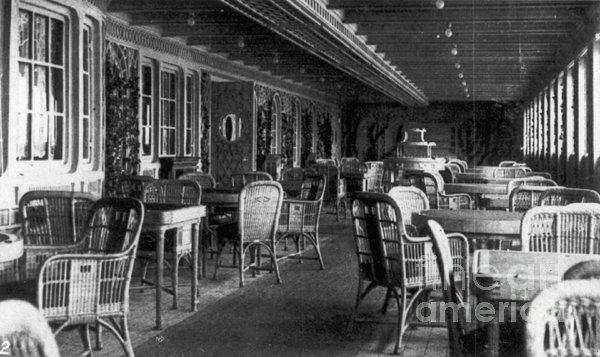 Titanic: Parisian Cafe, 1912 Print by Granger