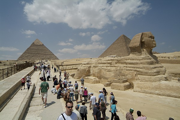 Tourists View The Great Sphinx Print by Richard Nowitz